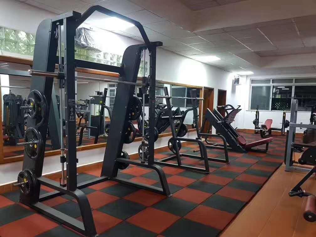 健身器材店_【乌干达】健身房在用康宜的健身器材!